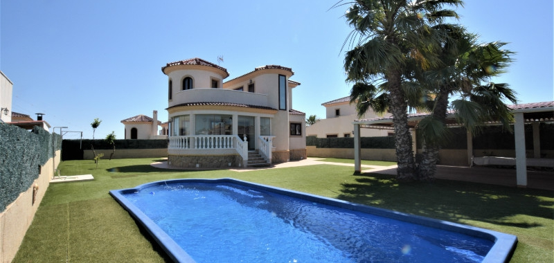Resale / La Marina / Detached Villa / 3 bedrooms / 2 bathrooms
